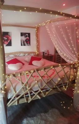 nuit romantique Isle-sur-la-Sorgue-chambre avec jacuzzi Cavaillon-chambre romantique Isle-sur-la-Sorgue-week-end romantique Luberon